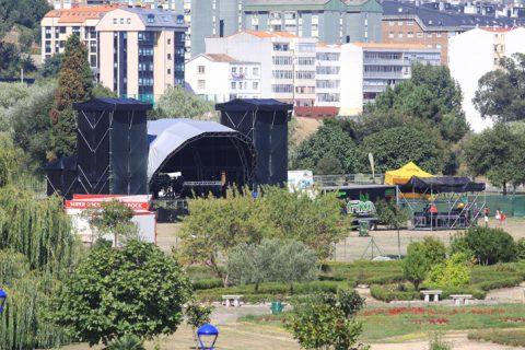stage far